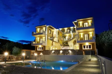 Luxury Residence with Sea View - เพรเวซ่า - บ้าน