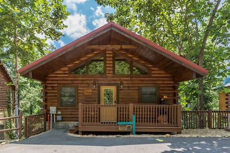 Gatlinburg cabin with hot-tub/Pool