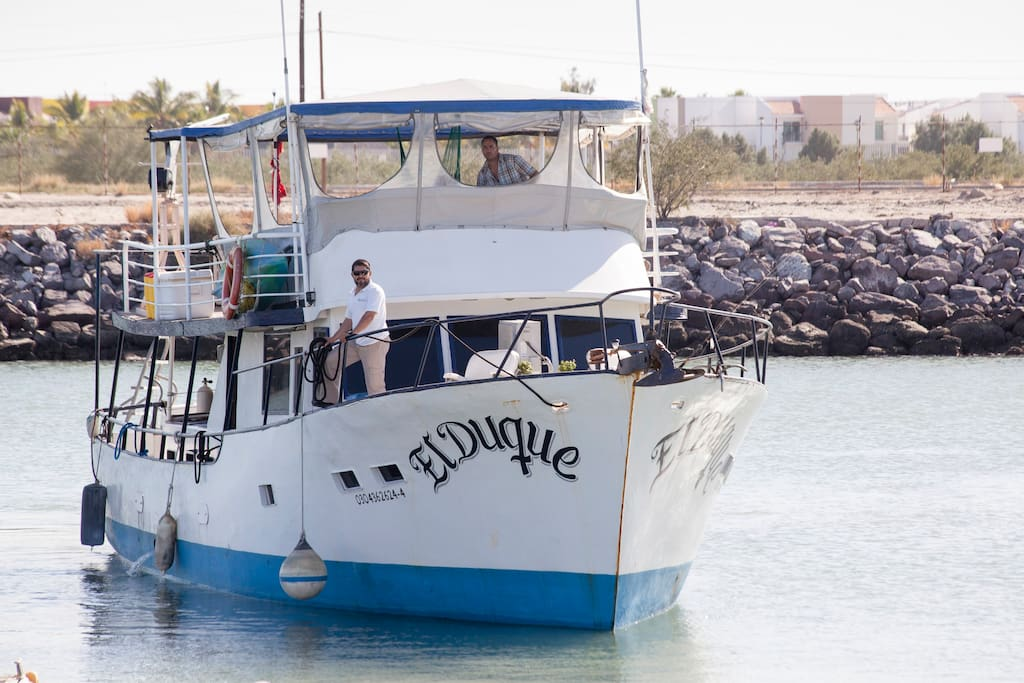 El Duque arriving at the dock