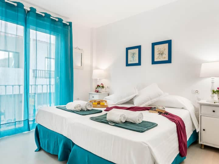 205. Los Cristianos beach and center! WIFI and air cond.