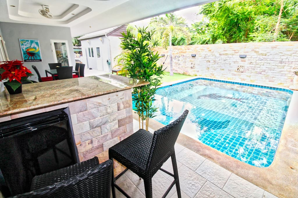 Pool, seating area