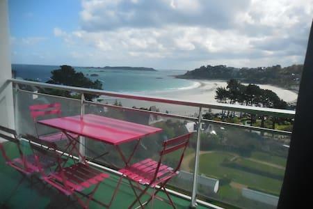 Exceptionnelle vue panoramique sur la mer