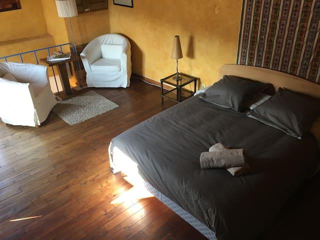 Chambre à l'étage avec son coin cosy
