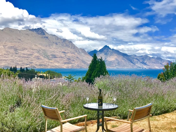 Central Queenstown - 1 km to the mall