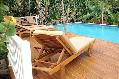 Seahorse Cabana with Swimming Pool, Access to Private Dock/Beach Area