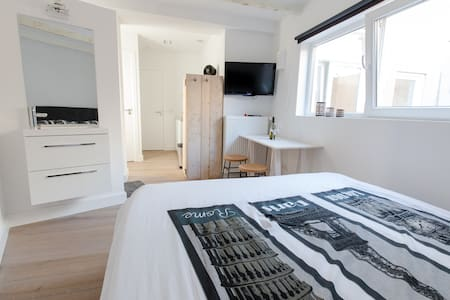 New studio 1 min to the beach 30 min to Amsterdam - Lakás