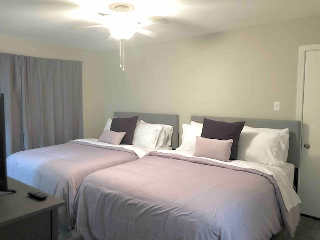 Two beds with Roku TV near NRG and Med Center 1of3
