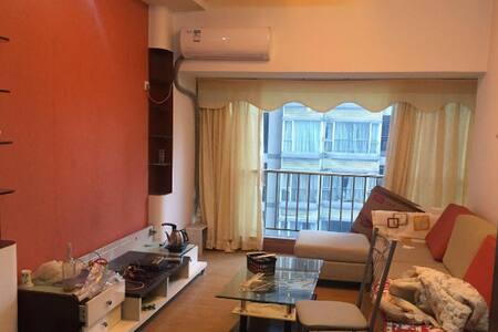 福地小区出租,三室一厅,空间大。 - Dongguan - Apartment