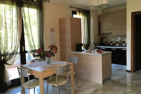 Cozy studio flat nearby the city centre - Brescia - Lejlighed