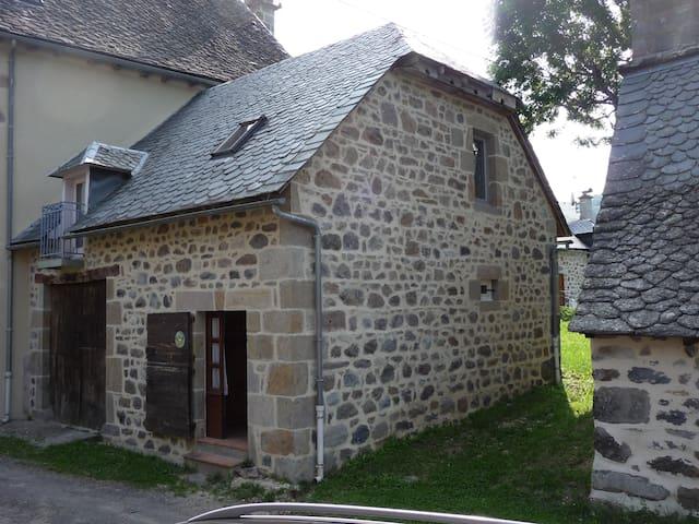 petit gite de LIADOUZE - Mandailles-Saint-Julien - Ev