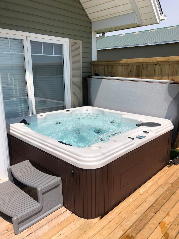 Sunset Views Vacation Home - Hot tub
