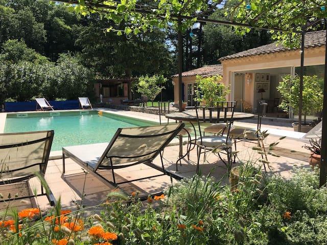 Triangle d'or du Luberon : villa piscine chauffée