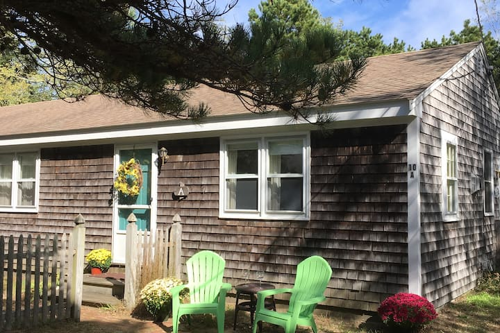 Bay Cottages- Walk to Beach! 2 Units w/4 bedrooms.