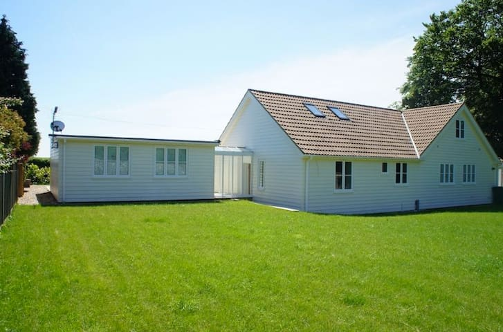 Modern Beautiful House in the Countryside - Thurnham - Dům
