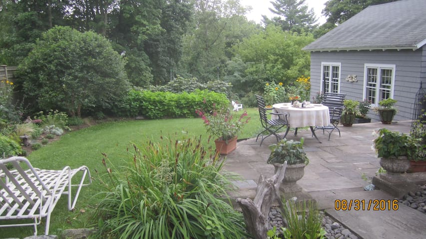 Two Bedroom Two Bath Country Intown Getaway - Litchfield - House