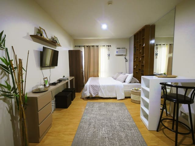 Cozy Penthouse Studio for 4 - at IT Park,Cebu City
