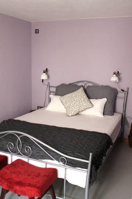 King size double bed οn the ground floor