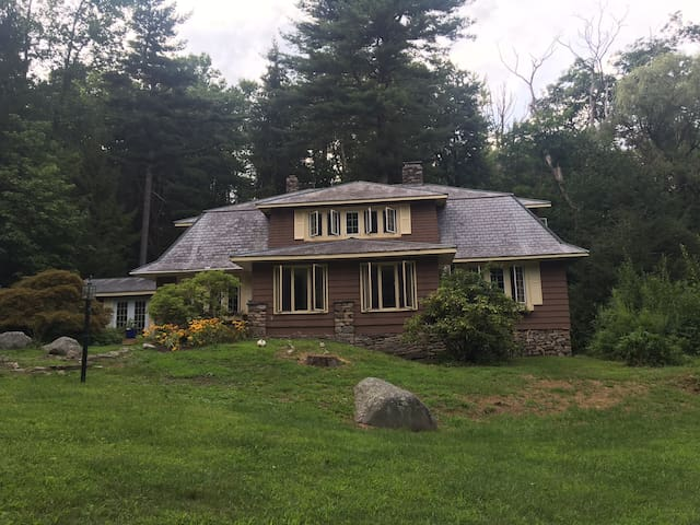 Beautiful Private Secluded Getaway! River flowing - Cresco - House