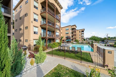 Immaculate condo-pool+private deck-Lake Chelan