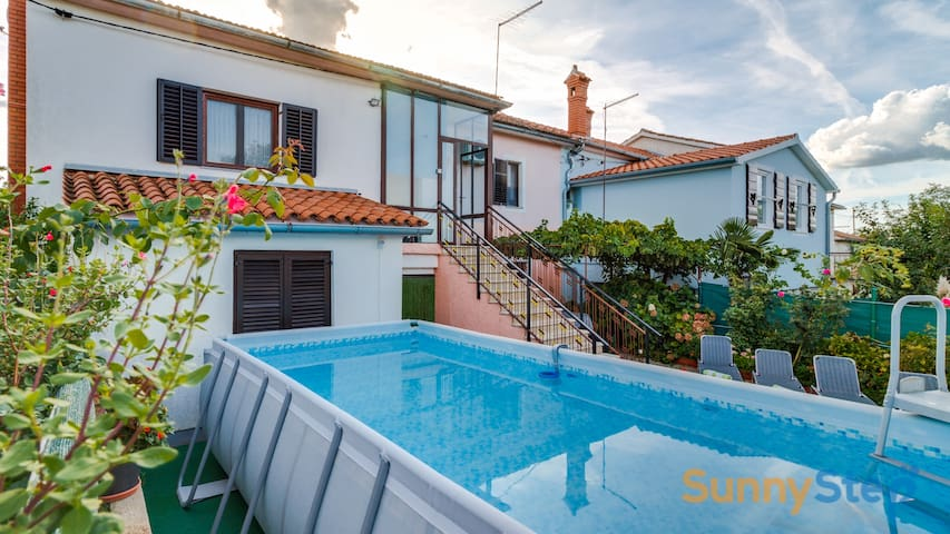 Apartment Sankovic with a private pool