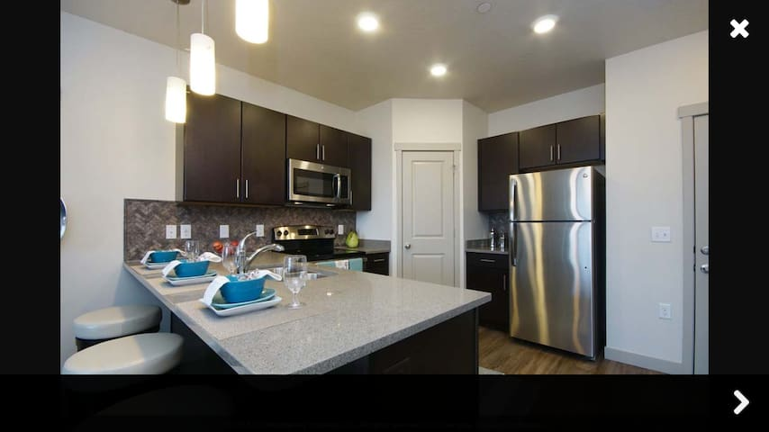 Top Floor Suite - Orem - Apartment