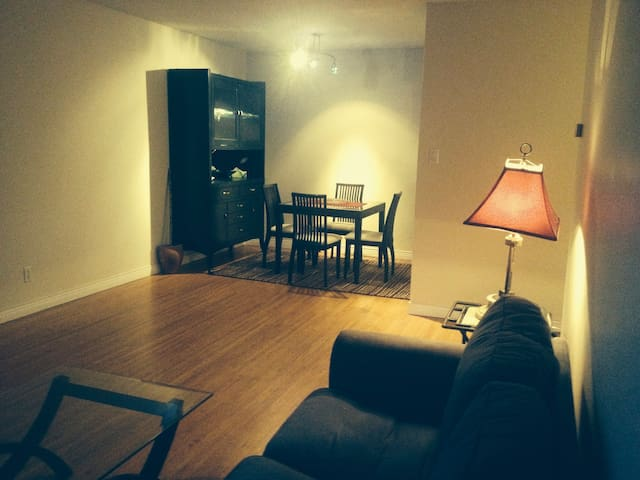 Specious & clean, great location - Squamish - Apartamento