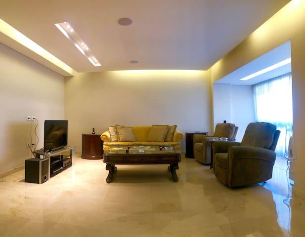 Cosy, Luxurious Apartment in Ashrafiyeh