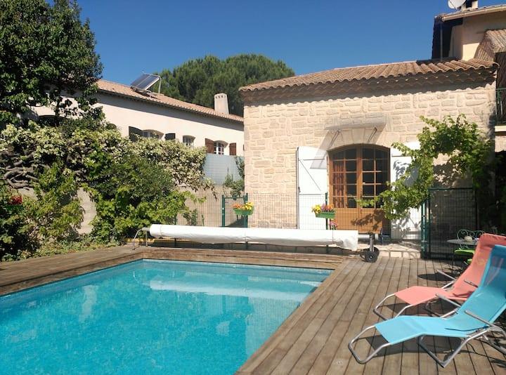 Grand Studio + piscine et jardin proche centre