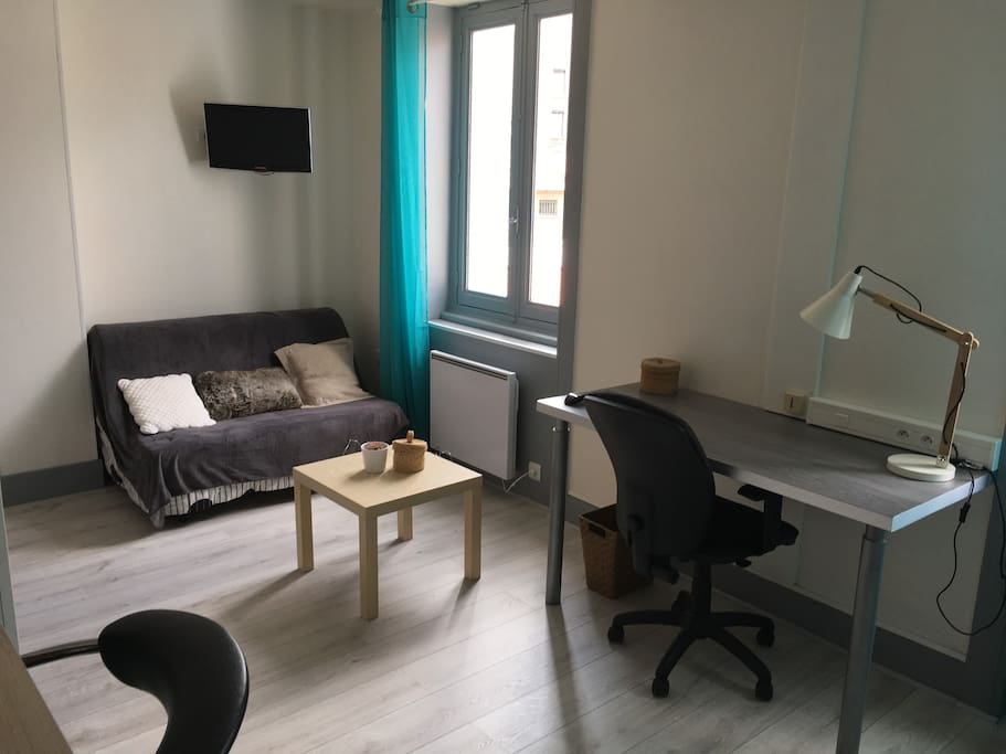 studio meubl enti rement r nov appartements louer saint tienne auvergne rh ne alpes. Black Bedroom Furniture Sets. Home Design Ideas