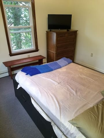 Private Room by USNA Stadium (5 min walk)