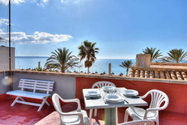 Penthouse 4-bedroom-apartment with sea views in a lively area of Can Pastilla
