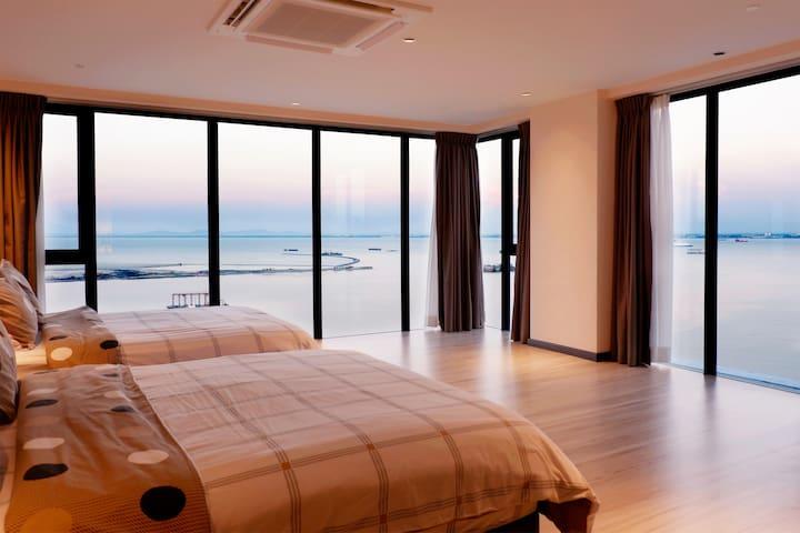 180° Seaview Duplex Condo @ Gurney Penang 全海景复式公寓
