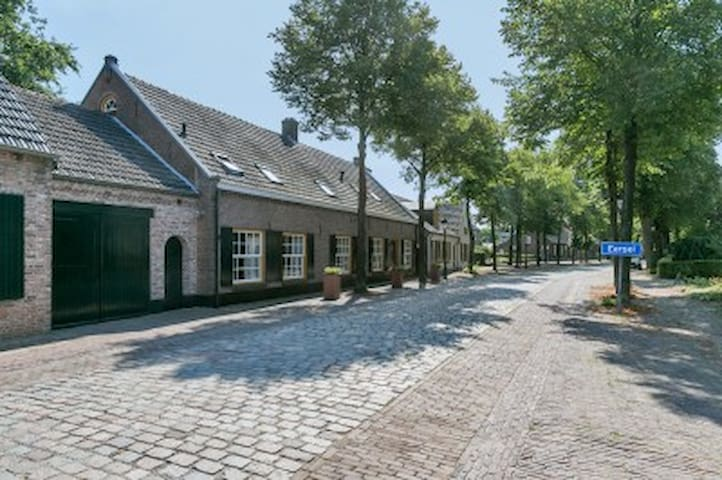 Farmhouse 2 rooms, private bathroom,private garden - Eersel - Apartment