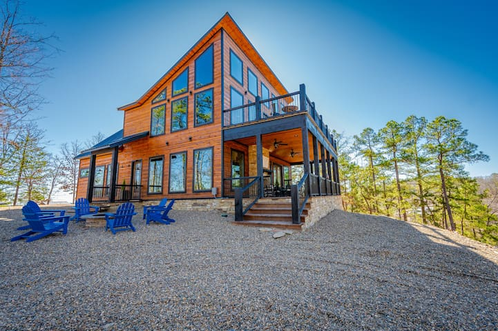 BRAND NEW Mountain Top Luxury Cabin Sleeps 20!