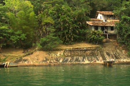 Casa rústica no costão de Parati Mirim - Paraty