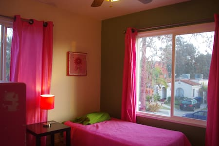 Excellent room in beautiful LA! p - Los Angeles - Apartment