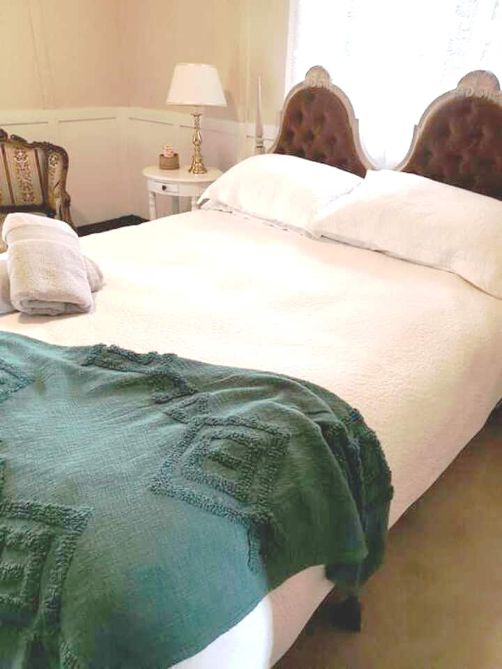 Araluen Historic House Bed and Breakfast