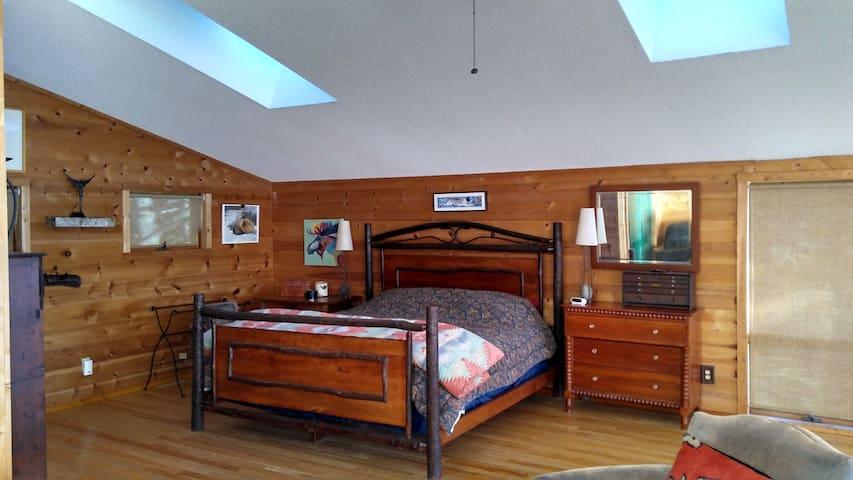 Spruce Chalet Master Bedroom (king)