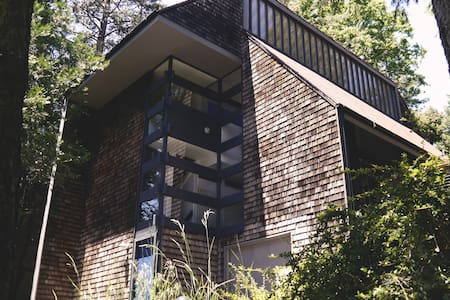 Modern Architectural Mountain Home - Lake Arrowhead