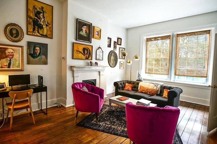 Apartment C · Art-filled One-Bedroom in Historic Savannah Apt C