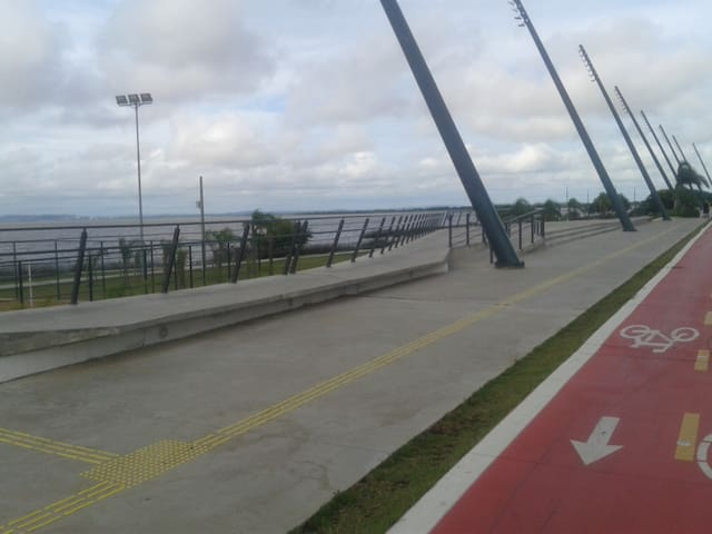 Beira do Rio Guaiba. 1000 metros do apto.
