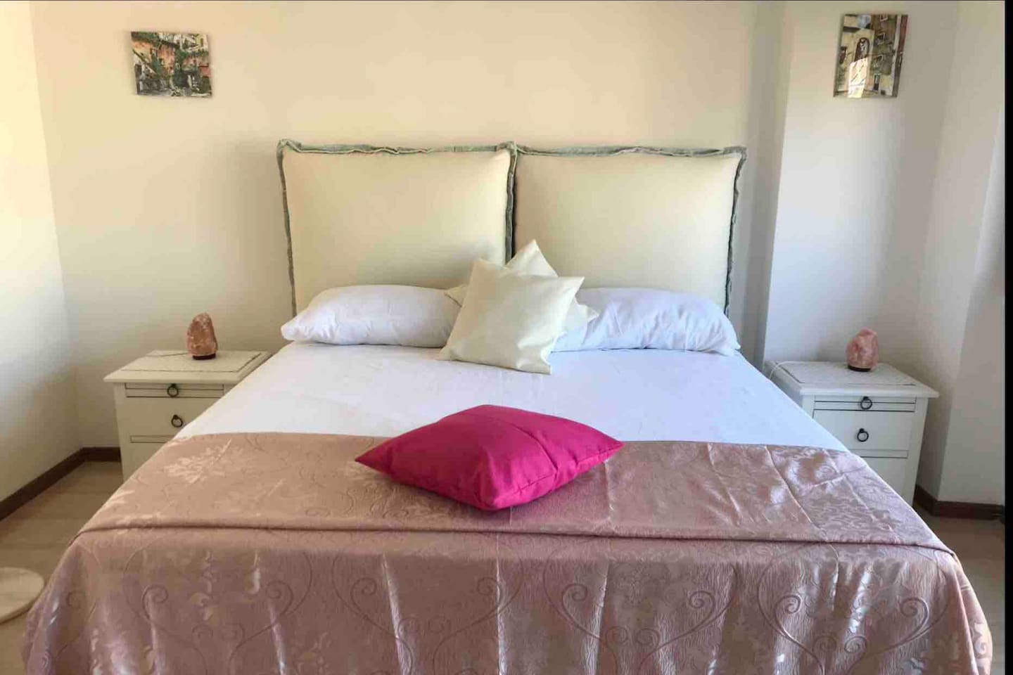 Queen size bed with memory foam mattress to ensure you comfort. Clean linen, pillows, blankets. Bedside tables with Himalayan salt lamps. Air conditioning, Smart Tv, Wardrobe and chest of drawers.