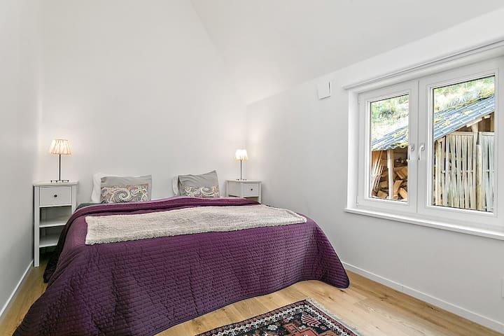 Ett av de fem sovrummen