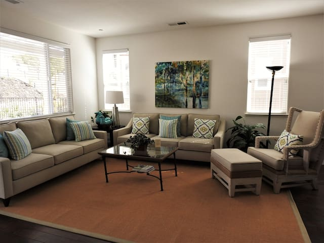 Harmony House- cheerful home/all new furnishings!