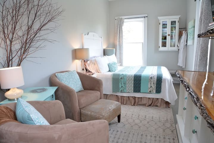 The Beehive Suite B