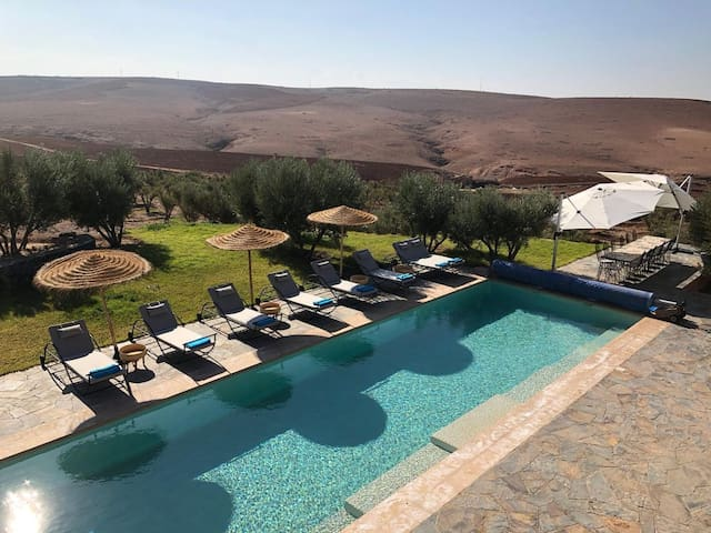 Contemporary Dream Villa at the Gates of the Desert in Marrakech, suitable for your events - DAR FAT