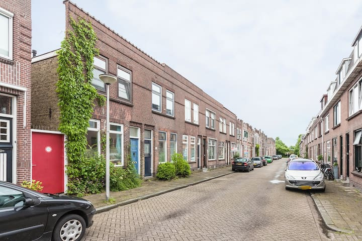 Basic room in friendly, quiet street - Gouda - House