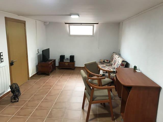 Planta baja con dos habitaciones y baño privado