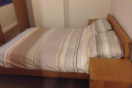 Spacious, Airy & Comfy Double Room - Wellington