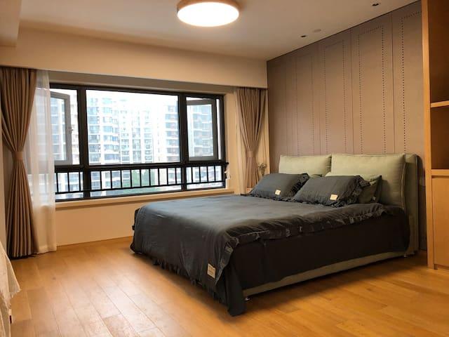 箱体床,椰棕乳胶床垫,纯棉床品,高低枕头各一对